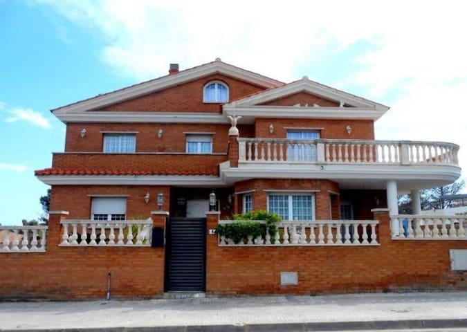 Villa Vicky Preciosa casa de lujo - Roda de Berà - Hus