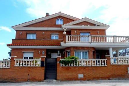 Villa Vicky Preciosa casa de lujo - Roda de Berà