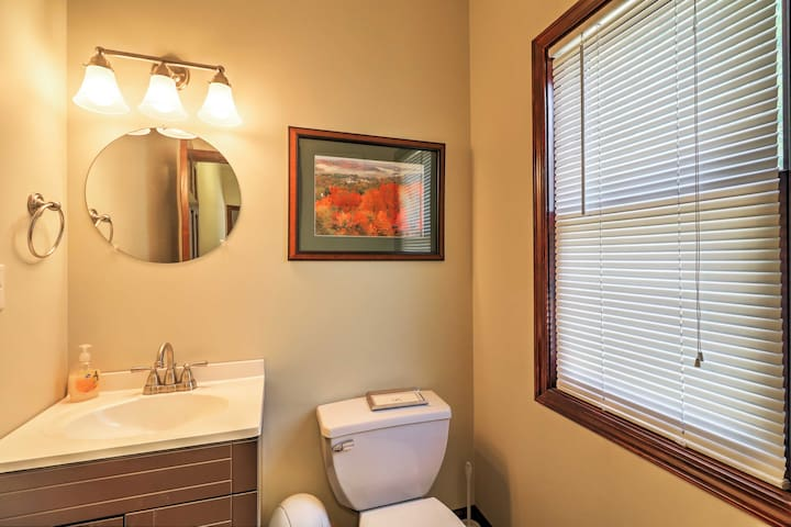 This half bath is perfect for freshening up quickly before getting back down to the river.