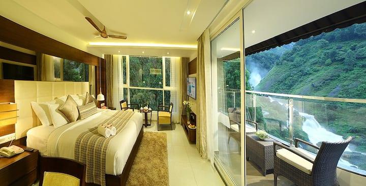 Honeymoon Pavilion facing the waterfalls @ Munnar