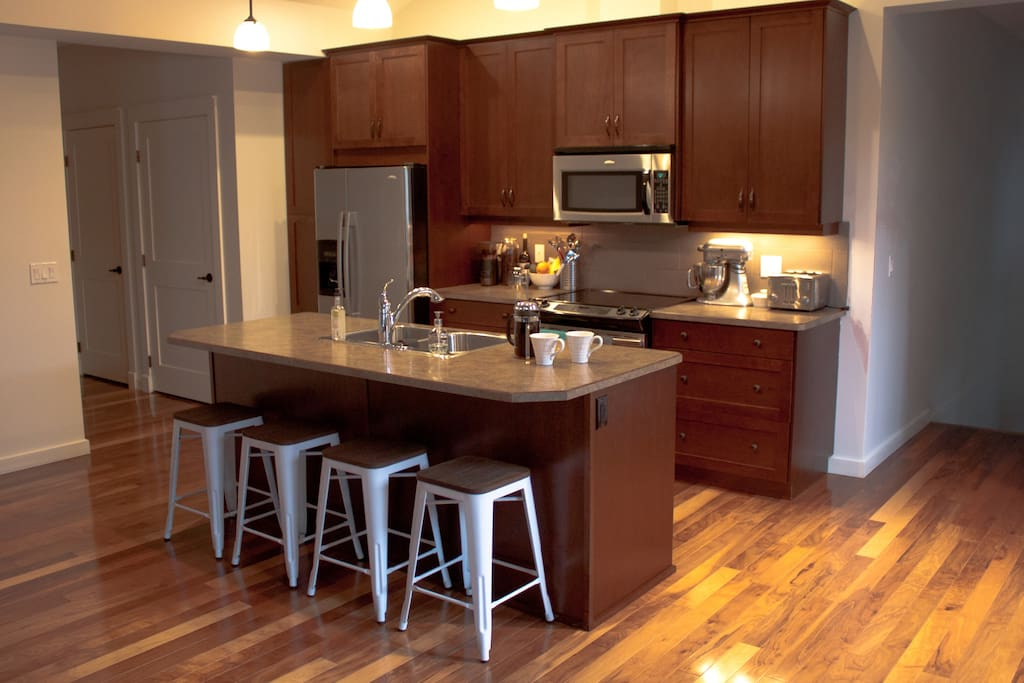 A fully firnsihed kitchen with everything you need to create great meals from home.