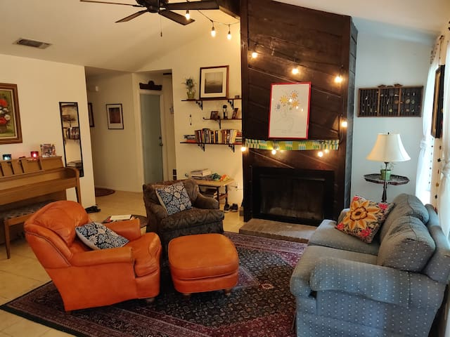 Private Room in Cozy South Austin Home