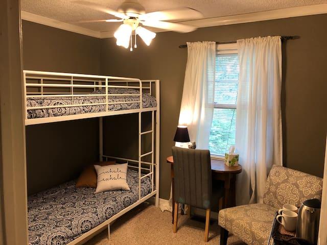 Bunk room in peaceful yogic home