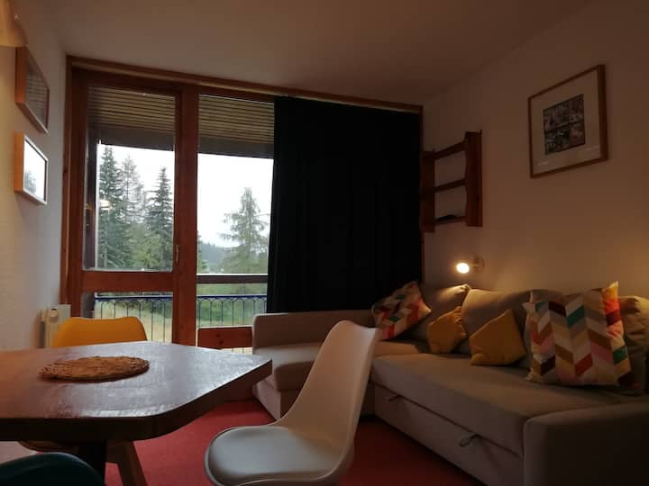 Studio for 4 guests at the heart of Arc 1800 resort in the Villards village, close to the slopes and shops