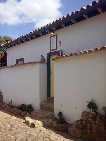Casa Colonial com grande quintal. CENTRO HISTÓRICO