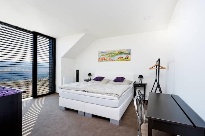 Pokoj deluxe s manželskou postelí a výhledem