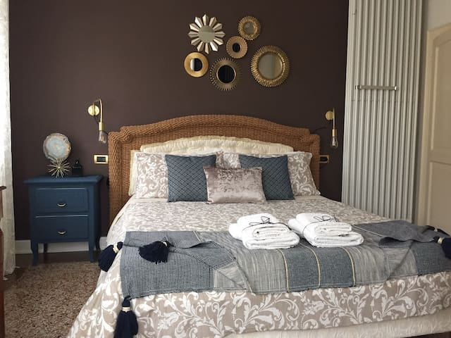 Charlotte double bed