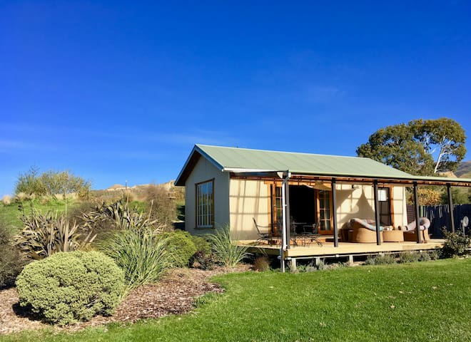 The East Wing - Private Vineyard Cottage