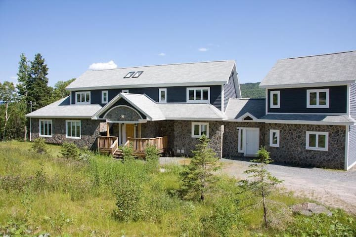 52 LAKESIDE CHALET - HUMBER VALLEY RESORT