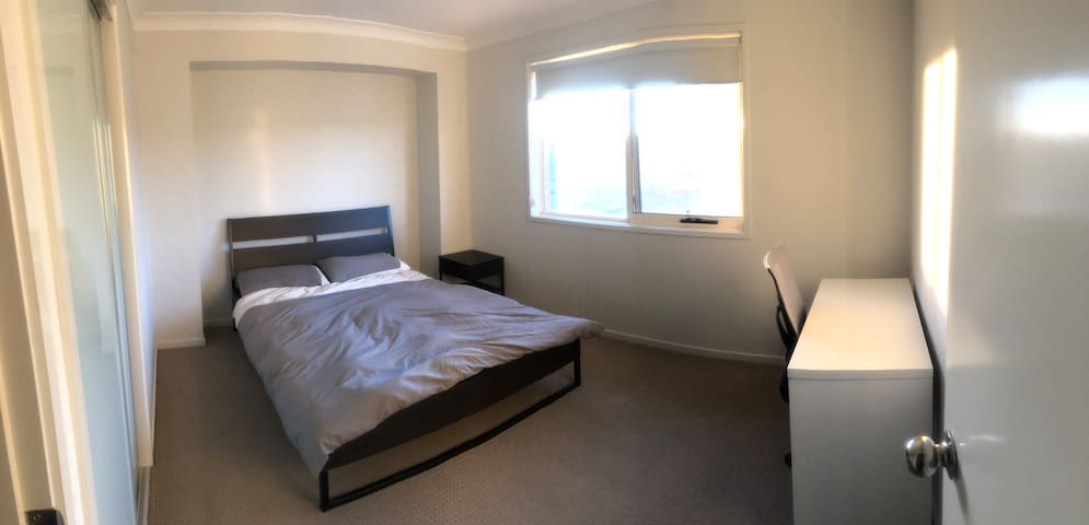 Clean and Tidy Queen size Bedroom