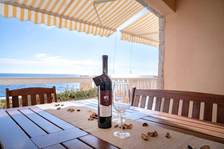 Spila Beach - 2 Bedroom Apt with Balcony & Sea View A5