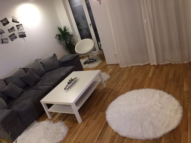 Cosy, modern&10min to CityCenter!
