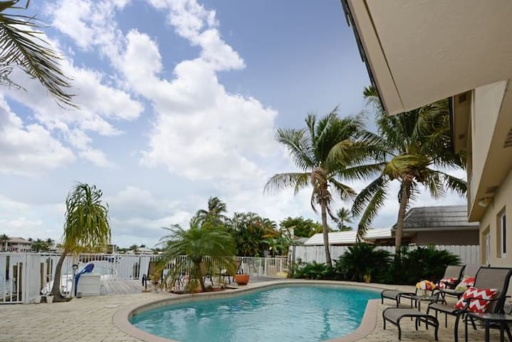 Waterfront Tropical Waterfront Home - Pompano Beach - Rumah