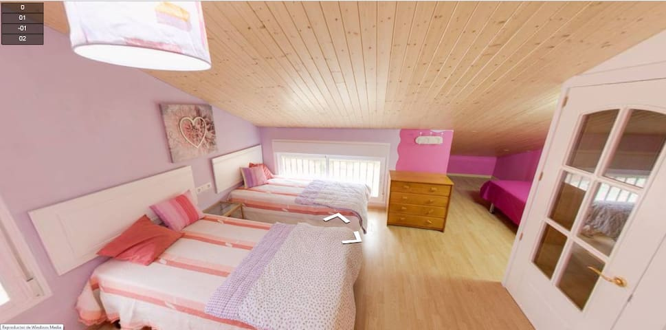 dormitorio triple con armario empotrado