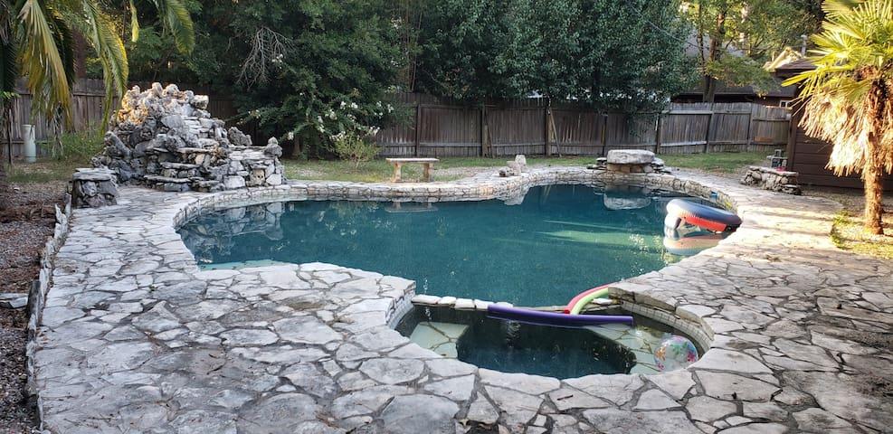 Quiet pool oasis