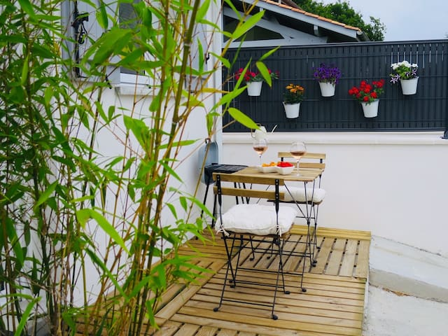 Studio neuf avec une terrasse à 5 min de Biarritz