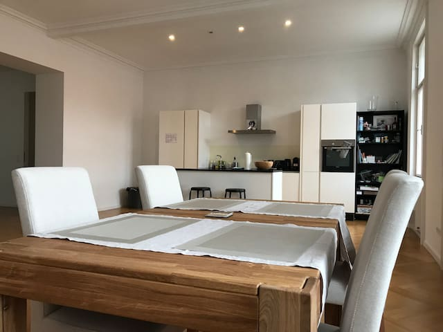 Spacious room in 150m2, central, modern apartment