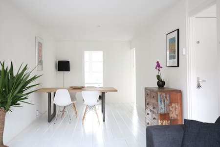 Charming appartment, perfect location /w balcony - Amsterdam - Apartment