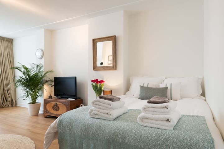 We provide set of clean towels to each guest.