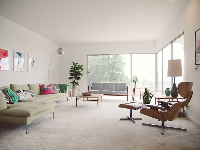 Mid-Century Modern House - Room 1 - Claremont - Huis