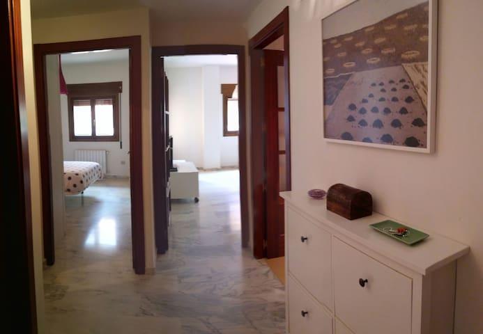 Apartamento nuevo con garaje. - Mérida - Apartment
