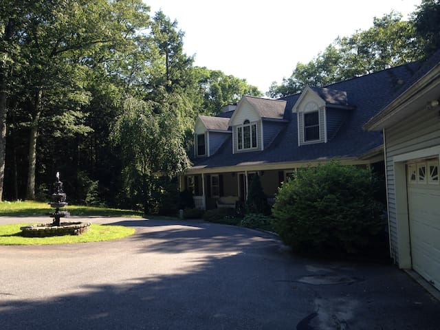 Your Connecticut House cape on quiet pond