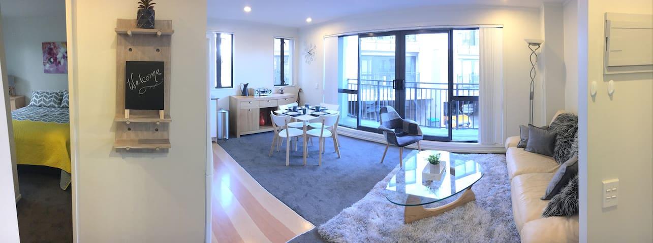 Modern Mt Eden 2 Bedroom Apartment (& carpark!)
