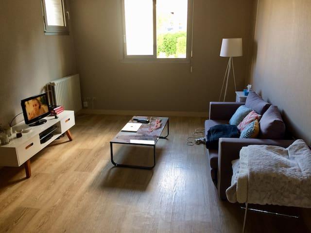 appartement chaleureux au centre de poitiers appartements louer poitiers aquitaine. Black Bedroom Furniture Sets. Home Design Ideas
