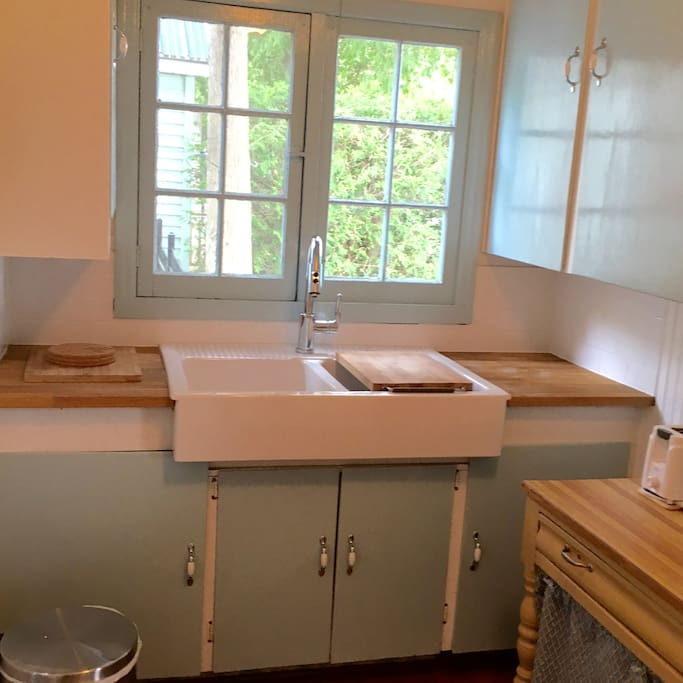 Wee Leo's small kitchen is fully equipped. There's a fridge, stove, microwave, coffee maker, toaster, and dishes/cutlery/cookware.