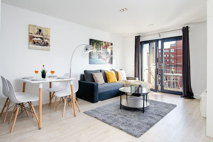 Canal View luxury apartment Business®️Free PARKING