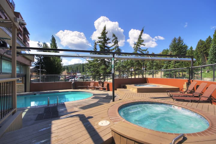 Sweeping Summer Views 2Br 2Ba Slopeside Condo Near Downtown