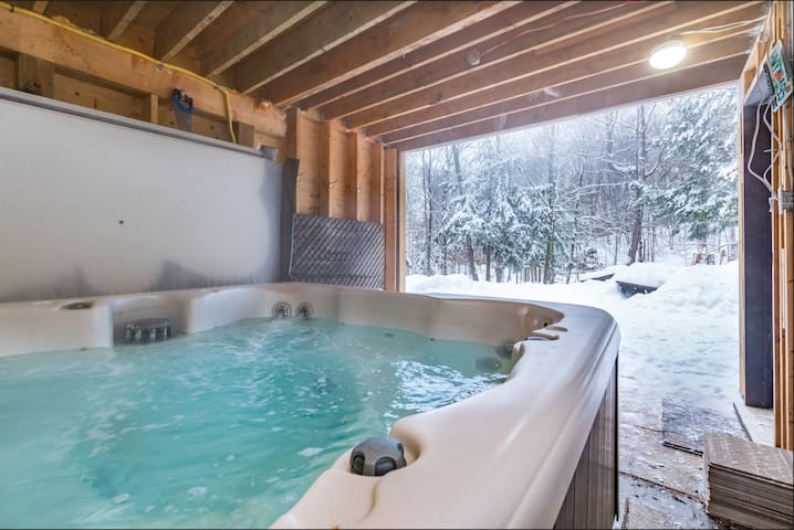 Relax anytime of year in your very own steamy jet jacuzzi tub