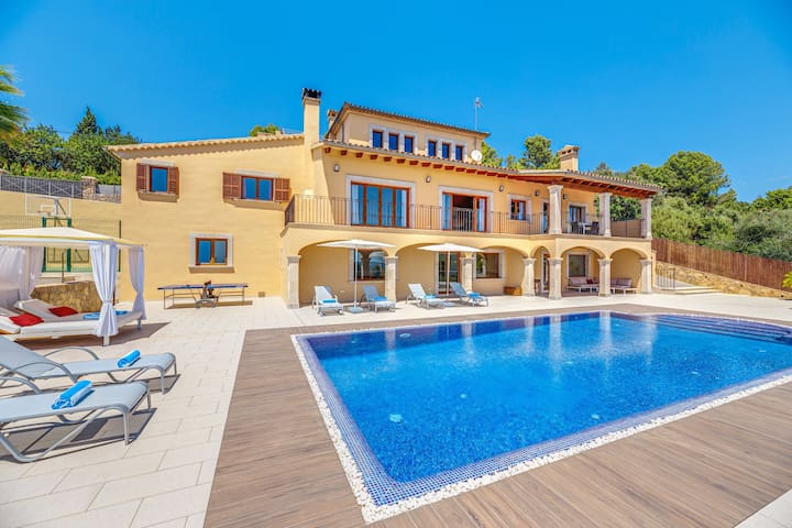 Villa Liman con vista al mar, vista a la montaña, Wi-Fi, piscina, terraza, balcón y jardín; Estacionamiento disponible
