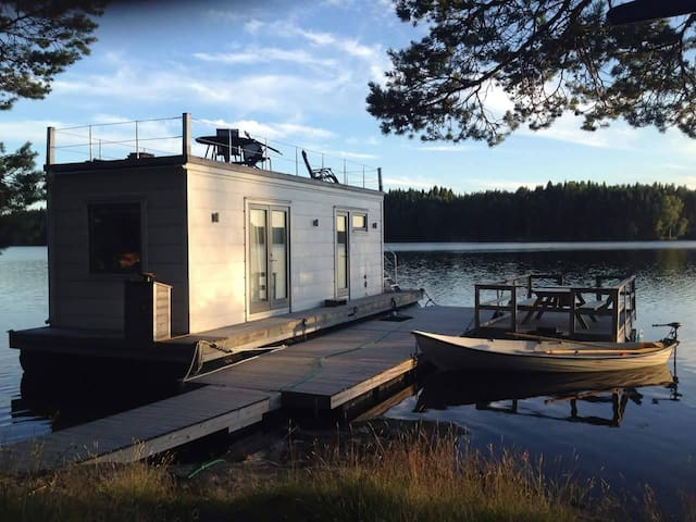Boat House On A Secluded Lake - Segmon - Boot