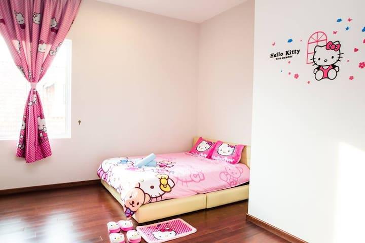 Hello Kitty Theme Room ~