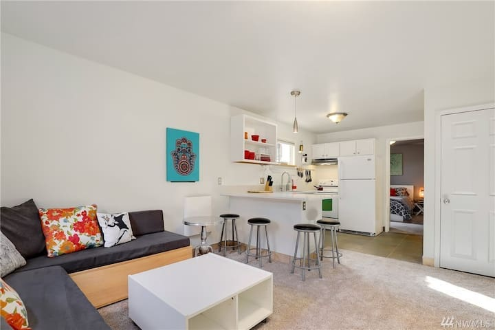 Small quaint 1 bed Seattle Apartment