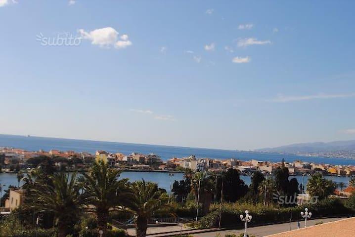 villetta con panorama sullo stretto e sui laghi - Messina - Stadswoning