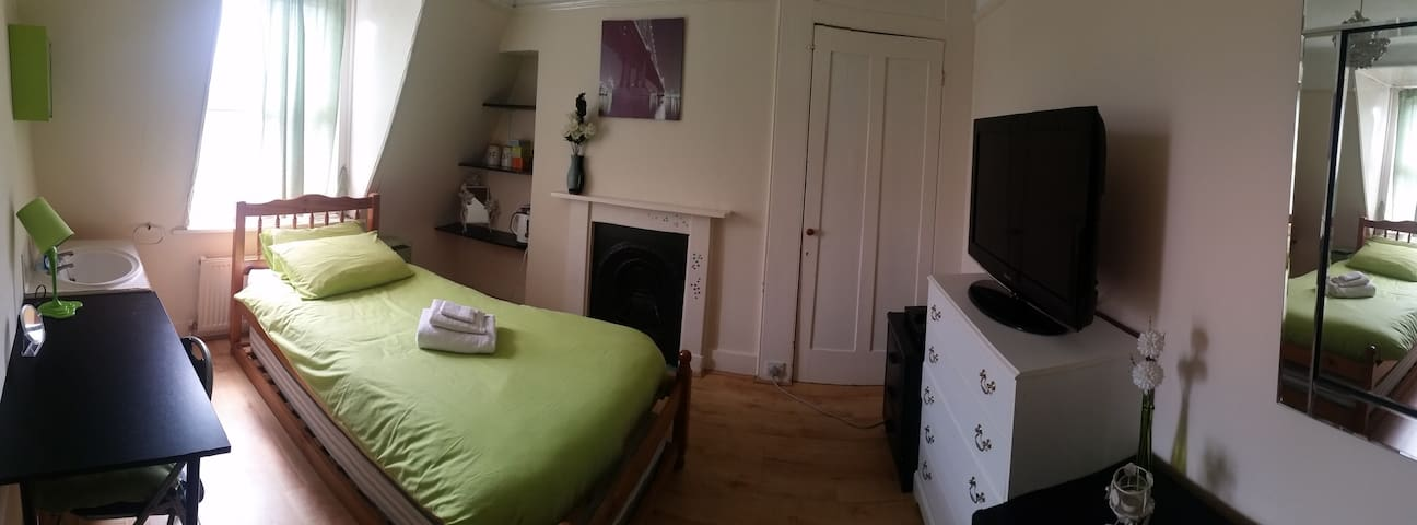 Lisa & Piotr - Double or single room - Eastbourne - Talo