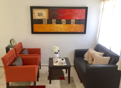 Habitación privada dentro de casa moderna y comoda - León