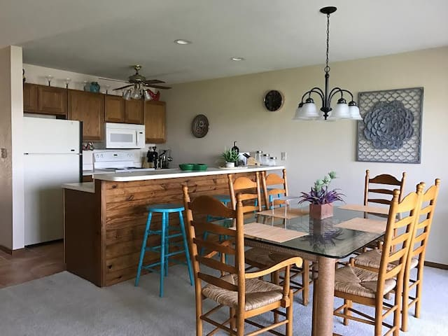 ~Baypoint Village 823 Condo in the Heart of Osage Beach! Perfect location to enjoy all the Lake has to offer!~