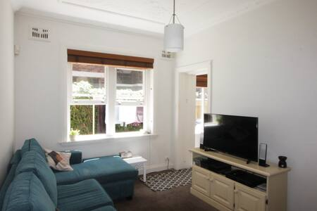 Cosy Coogee apartment - walk to beach! - Coogee