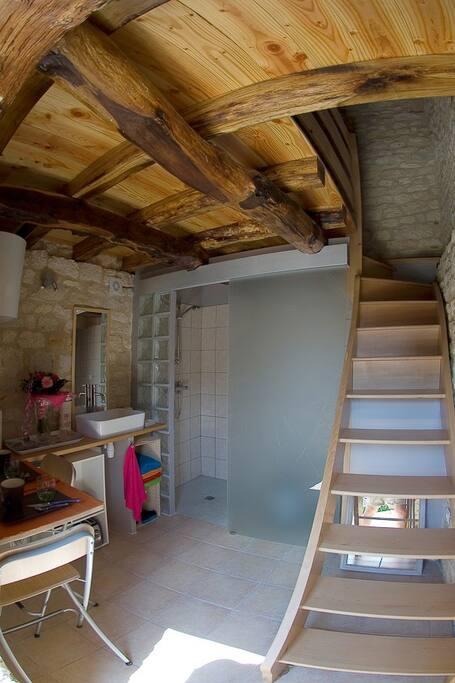Le niveau 1: cuisine et toilettes.