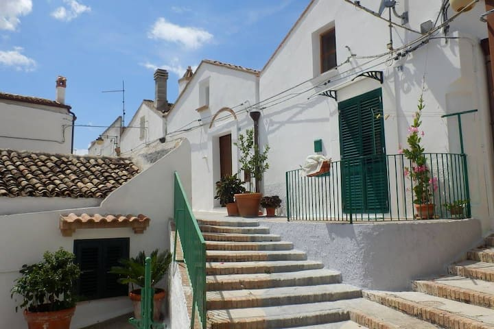 little artists house in historic centre, pisticci