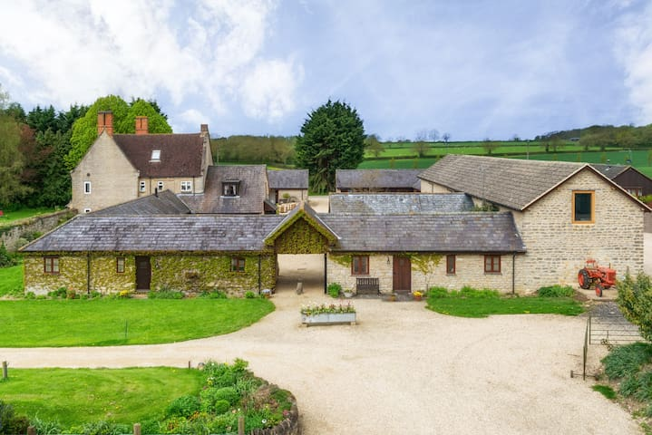 Granary self-catering cottage on a working farm
