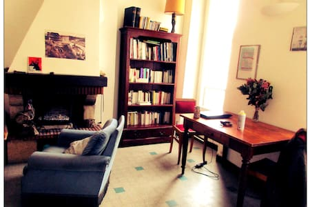 Chambre dans un appartement d'artiste à Castellane - Marselha