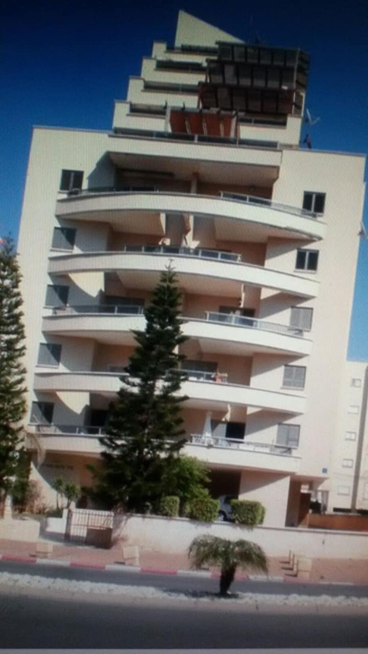 warm apartment 2 mins from the beach