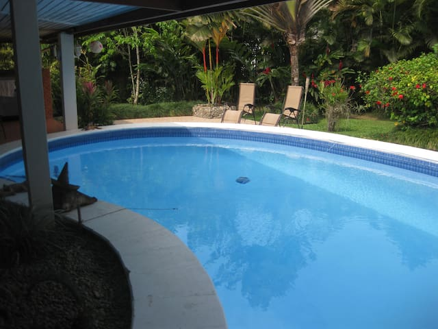 Hibiscus Guest Villa - Pacific Harbour - Guesthouse