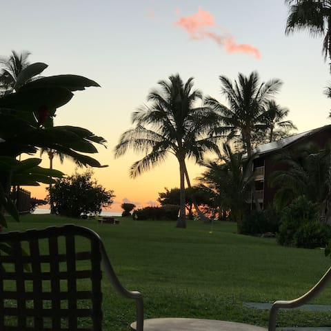 Shige & Jane's Molokai Beachfront Condominium 1
