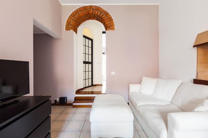 Apartment in PORTA ROMANA (10 minutes from DUOMO)