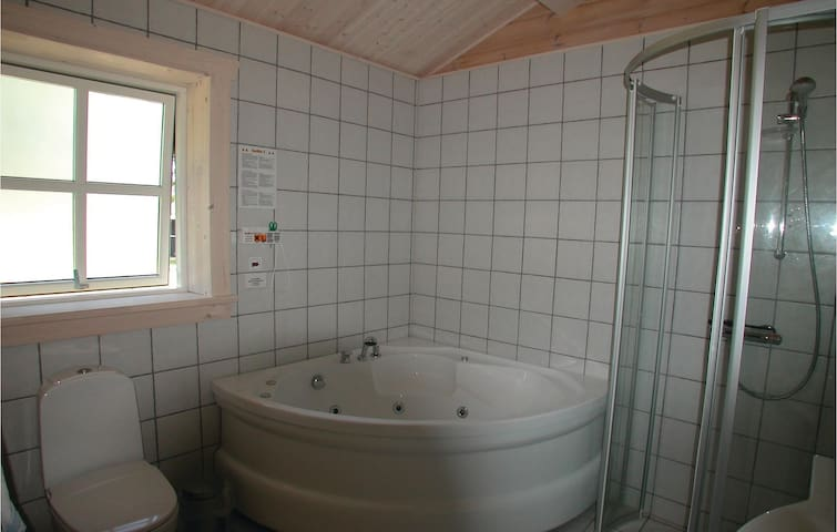 Holiday cottage with 3 bedrooms on 94m² in Blåvand